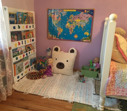 Kids room reading nook